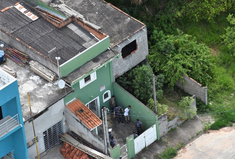 Quarteto é preso com R$ 44 mil em São José após roubar supermercado em Taubaté
