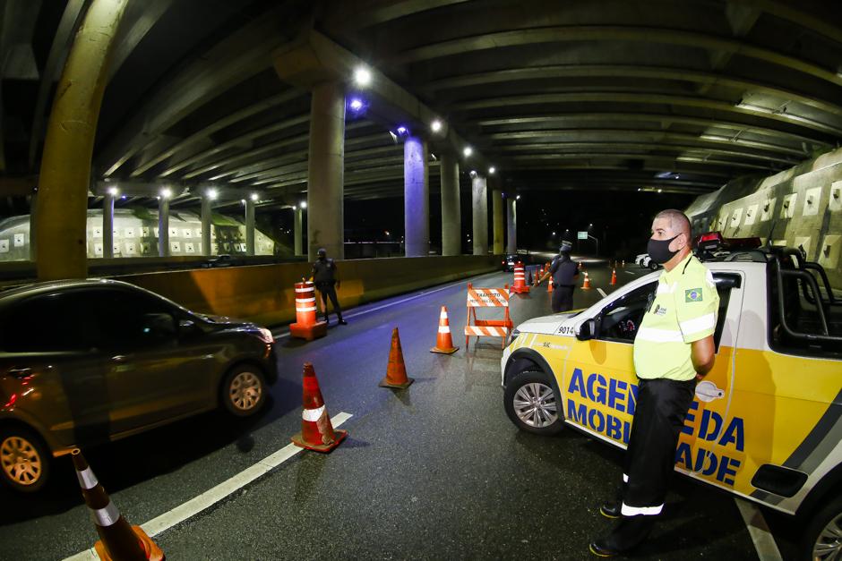Polícia Rodoviária Estadual e prefeitura fazem ação de fiscalização na Estrada Velha