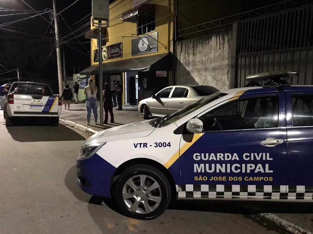 Prefeitura fecha adega no bairro São Judas Tadeu