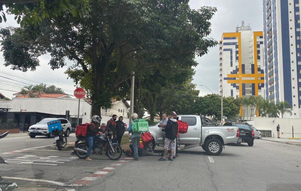 Aquarius Life: Imprudência de motorista resulta em colisão com motoboy na Armando Cobra. Veja vídeo!