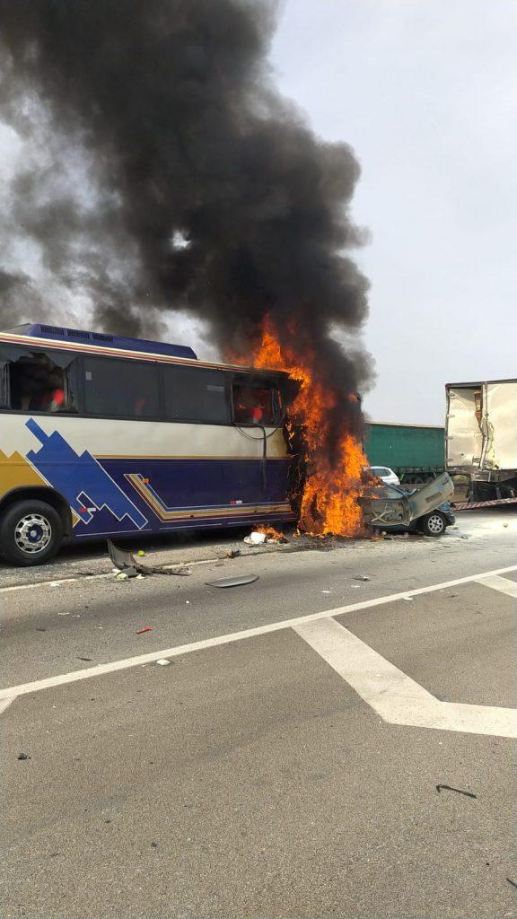 Acidente na Dutra deixa seis mortos e sete feridos nesta manhã em São José