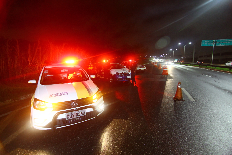 Forças de segurança vistoriam 181 veículos, aplicam 68 multas e apreendem 7 carros e motos